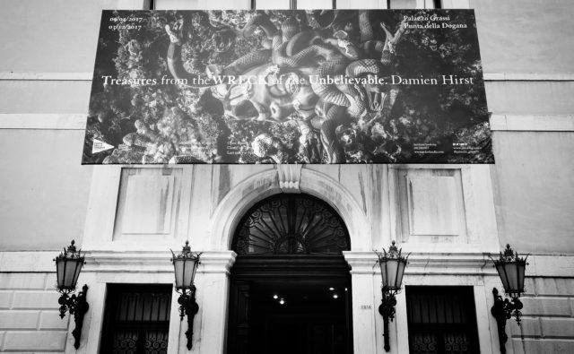 "【VOGUE JAPAN】 <br>ダミアン・ハーストの""虚構""から何を感じるか?"