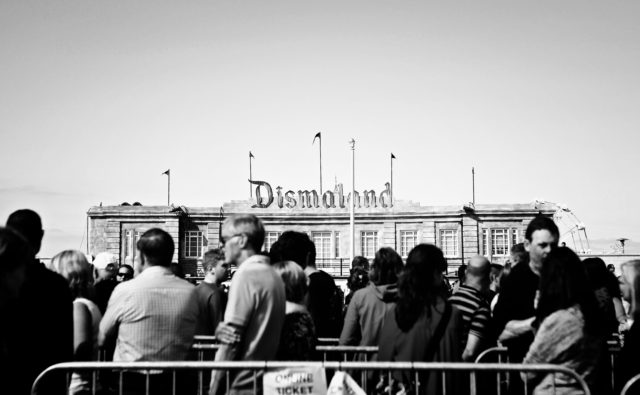 【VOGUE JAPAN】 <br>バンクシーの「Dismaland」に訪れた、ナカヤマン。によるスペシャルレポート!